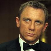 Daniel Craig is not an actor of one role, but when we see him in a suit, in our heads involuntarily appears associations with the James Bond franchise. It is not surprising that the Showtime studio has decided to change these stereotypes in a more creative side: now this image that Craig has created to himself with a strong light eyes and confidence, will be approached to his other roles. At this time, Showtime presented an actor in the role of such character whose name is Andreas Wolf, if this fact tells you anything.